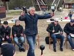 Latvijas izlases hokejisti bungu skaņu ritmos aizvada saliedešanos pasākumu