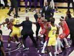 """Lakers"" un ""Rockets"" basketbolisti izkaujas NBA mačā"