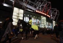 VIDEO: trakie britu futbola fani turpina nodarboties ar vandalismu