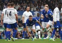 Everton gūst četrus vārtus un beidzot aptur Leicester City