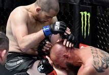 Morono UFC būrī jau pirmajā raundā sakauj veterānu Kovboju Seroni