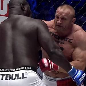 Poļu bijušais spēkavīrs Pudzanovskis MMA būrī ar vienu sitienu izdzēš gaismu milzīgajam senegāliešu Bombardierim
