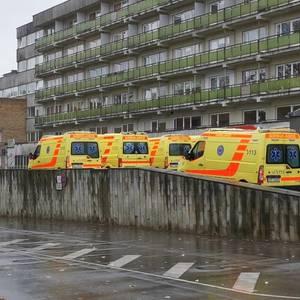 Pie Stradiņa slimnīcas stacionēto pacientu pieplūduma dēļ veidojas garas ātrās palīdzības rindas