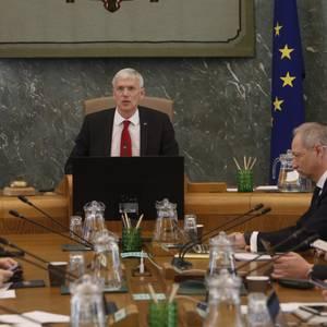 """Latvijā līdz 15. novembrim tiks noteikts stingrs """"lokdauns"""", atgriezīsies arī komandantstunda"""