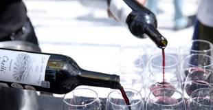 Aptauja: Gada laikā iedzīvotāji biežāk sākuši lietot alkoholu