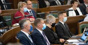 Juristi: Valdībai nav tiesību likt Saeimas deputātiem vakcinēties