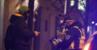 Latvijā sākusies komandantstunda; dzīvesvietu var pamest tikai pamatotas nepieciešamības gadījumos