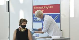 Saeima lems par deputātu pienākumu vakcinēties pret Covid-19