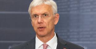 Covid-19 tendences ir sliktākas, nekā prognozēts; Kariņš pirmdien sasaucis Krīzes vadības padomes sēdi