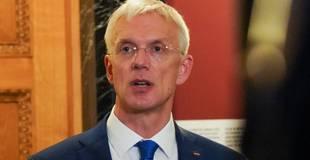 """Kariņš: Latvijai nav lielas izvēles, kā tikai vakcinētajiem atcelt """"lokdaunu"""" paredzētajā datumā"""