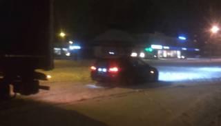 "VIDEO: Janka ar BMW izvelk sniegā iestigušu ""fūri"""