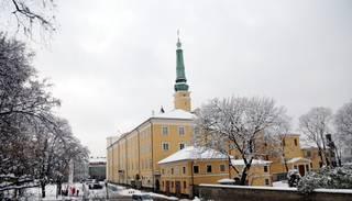 Rīgas pilī nokritusi lustra