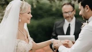 Romantiski foto: Simona Kubasova publisko attēlus no kāzu ceremonijas