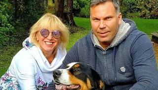 Olga Rajecka fanus priecē ar retu ģimenes foto