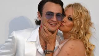 Foto: Pamela Andersone pārsteidz ar eleganci