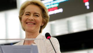 Urzula fon der Leiena apstiprināta EK prezidenta amatā