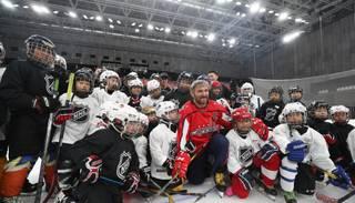Ovečkins NHL vēstnieka lomā apmeklē Ķīnu