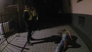 Policisti pieķer zagli, kurš ar cirvi mēģina atlauzt velosipēda slēdzeni