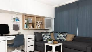 Vienistabas dzīvokļa izaicinājums: viena telpa trīs cilvēku ģimenei