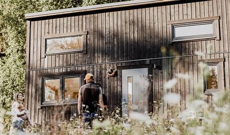 Cik mazā mājā spētu dzīvot tu? Ielūkojies fotogrāfa Artūra Pavlova sīkmājā!