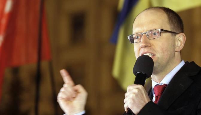 Ukrainas parlaments noraida premjera Jaceņuka demisiju