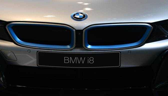 Par pirmo BMW i8 ASV samaksā 825 000 dolāru