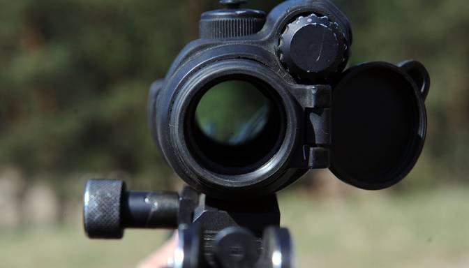 ASV, meitene nošauj šaušanas instruktoru