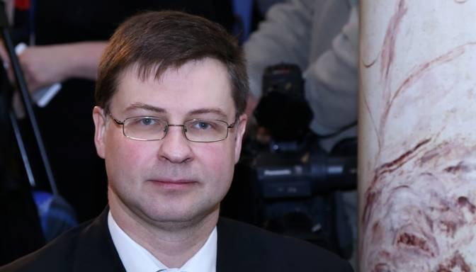 Dombrovski oficiāli apstiprina Eiropas Komisijas viceprezidenta amatā