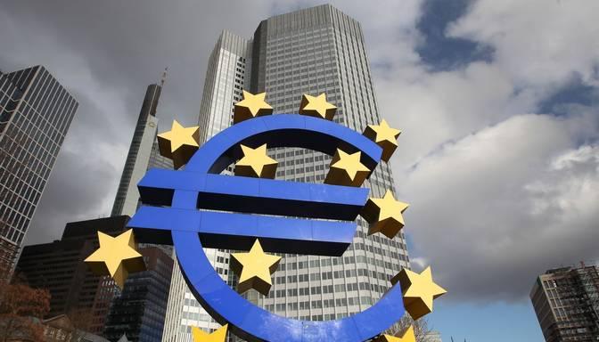 ECB samazina procentu likmes; strauji krītas eiro vērtība