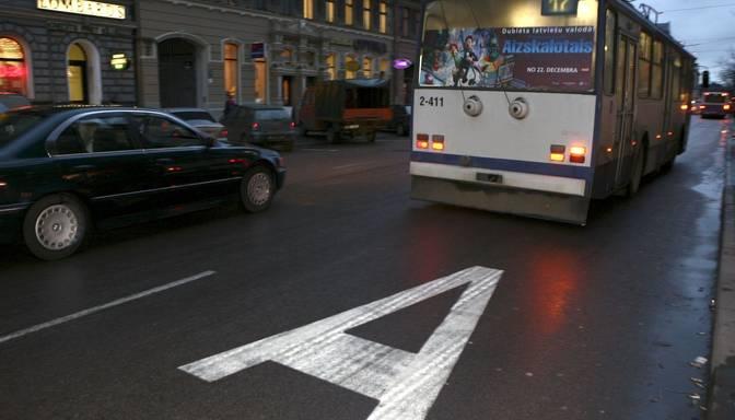Autobusu vai limuzīnu josla?