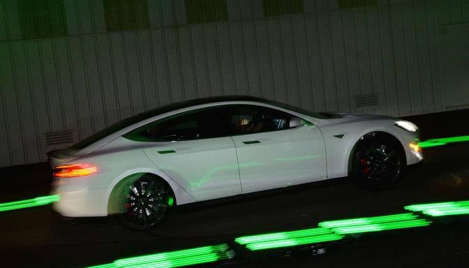 Daimler pārdod Tesla akcijas