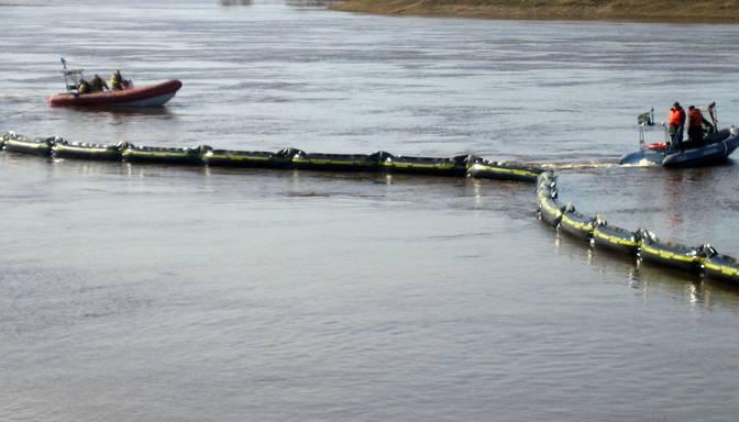 Zemgalē upēs konstatē plankumus ar nezināmas izcelsmes vielām