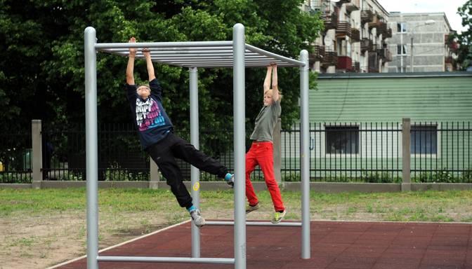Sportiskie bērni sūdzas par garlaicību sporta stundās