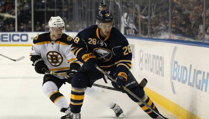 Zemgus Girgensons un Bufalo Sabres izcīna punktu pret spēcīgo Bostonas Bruins