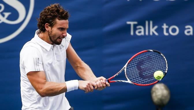 Ernests Gulbis Maskavas ATP turnīrā uzvar Danielu Himeno-Traveru