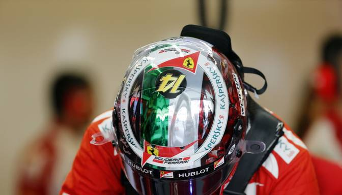 Fernando Alonso Abū Dabī startēs ar Ferrari veltītu ķiveri