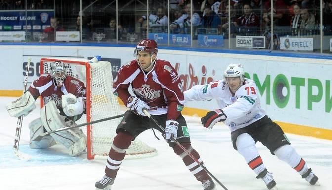 Rīgas Dinamo pieveic Novokuzņeckas Metallurg hokejistus