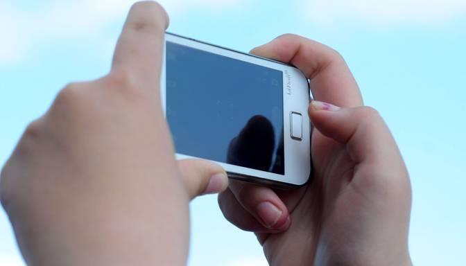 Eksperti skaidro, kāpēc sprāgst mobilie telefoni