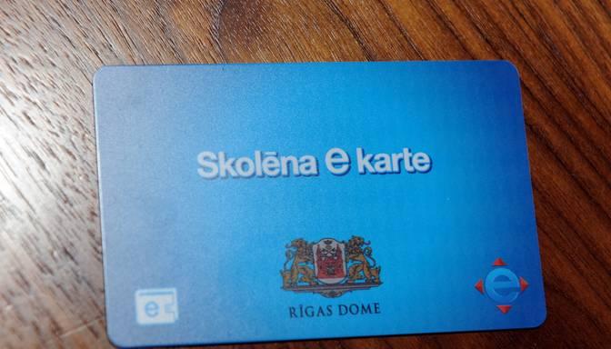 Rīgas domei nav naudas, lai attīstītu skolēnu e-karti