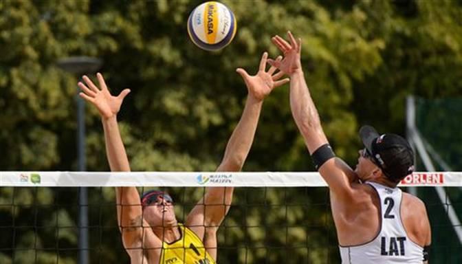 Abi Latvijas pludmales volejbola dueti Olštinas Grand Slam turnīru sāk ar panākumu