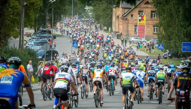 FOTO: divi tūkstoši riteņbraucēju cīnās SEB MTB Smiltenes posmā