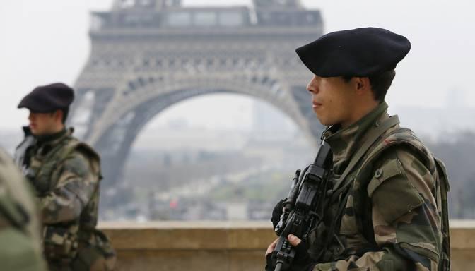 Terorisma draudu dēļ evakuē Eifeļa torni
