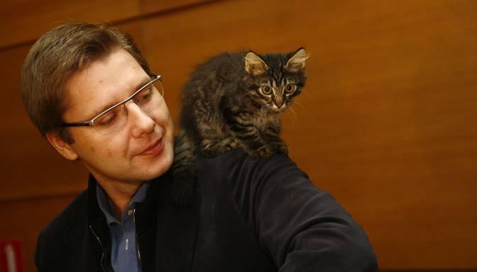 Vai ētiski? Ušakovs savu darba e-pastu izmanto kaķu konkursam