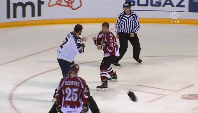 VIDEO: Dāvids pret Goliātu – Sestito izkaujas ar divmetrīgo Soču milzi Semjonovu