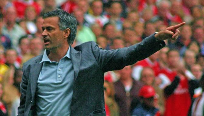 Chelsea atbrīvo Mourinju no komandas galvenā trenera amata