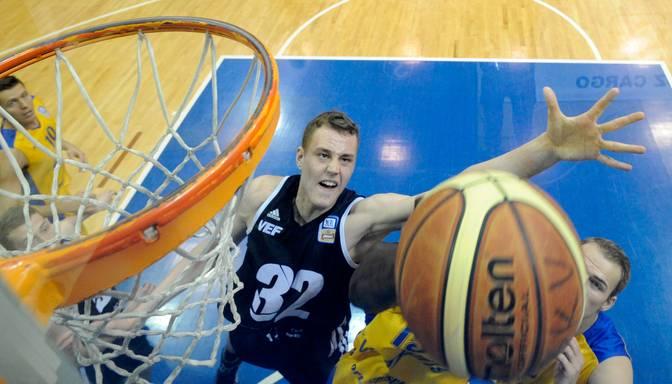 Pasečņikam četri punkti pret Spānijas basketbola grandu Barselonas Lassa
