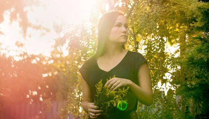 Alise Joste izdod singlu Mirrors