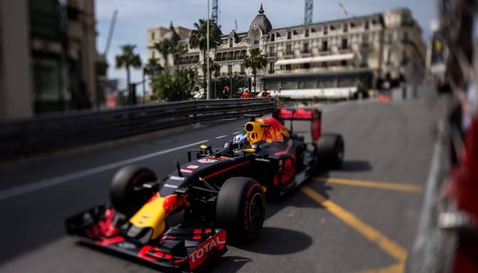 Hamiltons un Rikjardo ātrākie pirmajos divos Monako treniņos