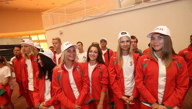 FOTO: Liepājas sportisti dodas uz Latvijas olimpiādi