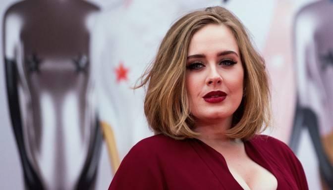 Video: Adele Glastonberijas festivālā šokē fanus un sanikno BBC